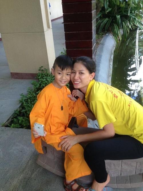 Hành trình Trang Trần 10 năm làm mẹ cậu bé khuyết tật - Ảnh 4.