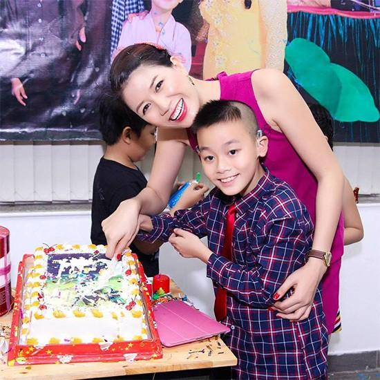 Hành trình Trang Trần 10 năm làm mẹ cậu bé khuyết tật - Ảnh 6.