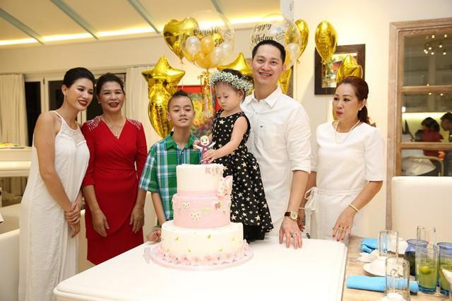 Hành trình Trang Trần 10 năm làm mẹ cậu bé khuyết tật - Ảnh 1.