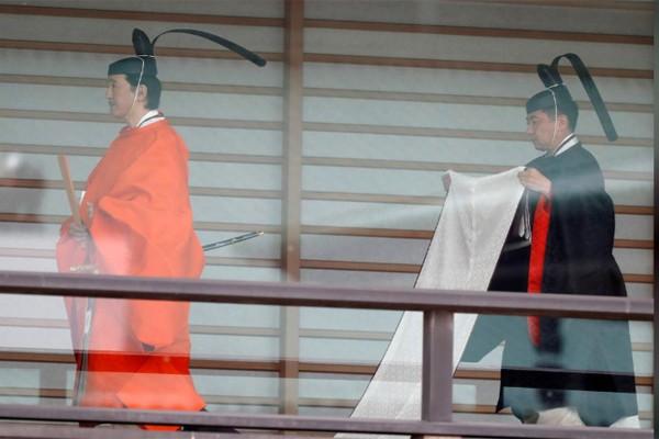 Biểu cảm trang nghiêm đầy xúc cảm của vợ chồng Nhật hoàng trong lễ đăng cơ ngày 22/10 - Ảnh 8.