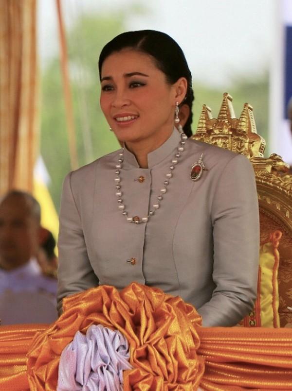 Hoàng hậu - người phụ nữ quyền lực khiến Hoàng quý phi bị phế truất, thất sủng trong mắt nhà vua Thái Lan - Ảnh 8.