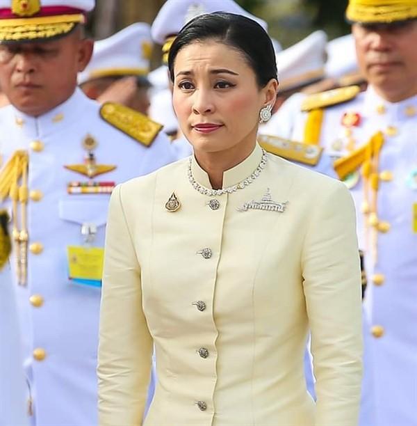 Hoàng hậu - người phụ nữ quyền lực khiến Hoàng quý phi bị phế truất, thất sủng trong mắt nhà vua Thái Lan - Ảnh 10.