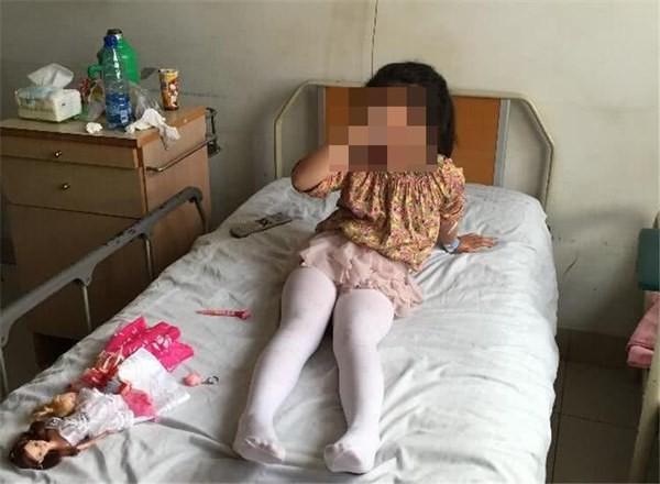 Con gái 6 tuổi bị chảy máu vùng kín, nghĩ con bị xâm hại nhưng khi nghe bác sĩ nói nguyên nhân thì hối hận không kịp - Ảnh 3.