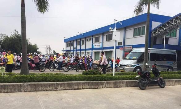 Nam Định: Vừa đi làm trở lại, hàng trăm công nhân buồn nôn, choáng váng và ngất xỉu - Ảnh 2.