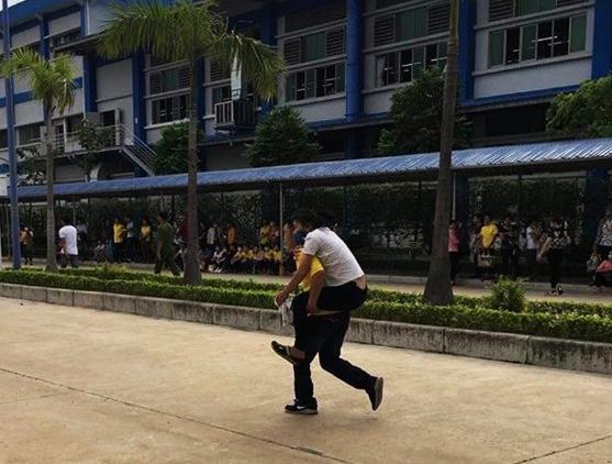 Nam Định: Vừa đi làm trở lại, hàng trăm công nhân buồn nôn, choáng váng và ngất xỉu - Ảnh 1.