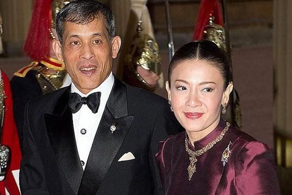 Quốc vương Thái Lan phế truất Hoàng quý phi: 4 vợ và chuyện chú chó được yêu chiều đặc biệt - Ảnh 4.