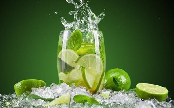 Không muốn hạ độc chính mình thì đừng uống nước chanh theo kiểu này - Ảnh 1.