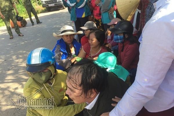 Cha mẹ ngã quỵ bên thi thể nữ sinh Quảng Trị bị xe tải cán tử vong - Ảnh 2.