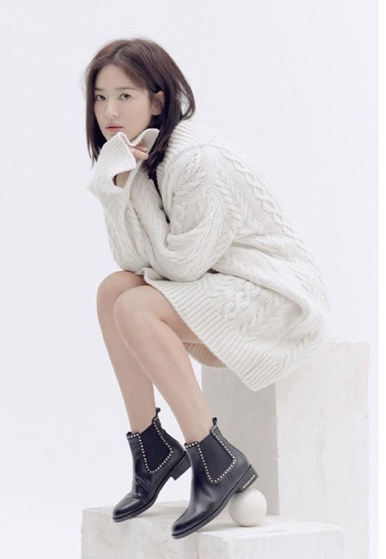 Song Hye Kyo kín cổng cao tường sau sự nói dối - Ảnh 4.