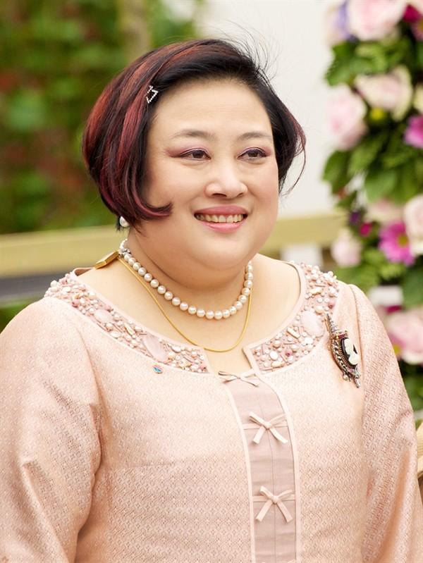 Chuyện ít biết về 3 người vợ cũ của nhà vua Thái Lan vừa phế truất Hoàng quý phi trẻ đẹp - Ảnh 2.