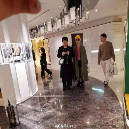 Phạm Băng Băng được bắt gặp cùng người đàn ông lạ mặt đưa đi mua sắm tại Nhật Bản - Ảnh 2.