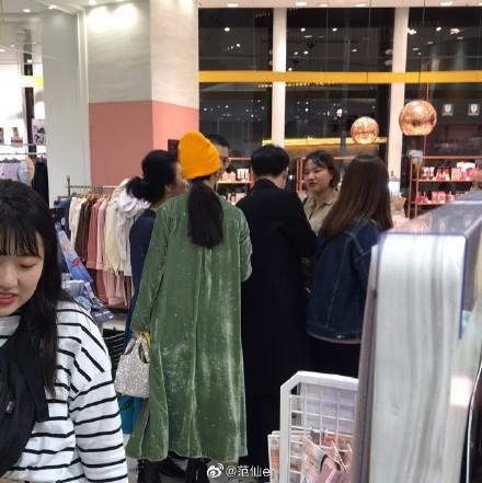 Phạm Băng Băng được bắt gặp cùng người đàn ông lạ mặt đưa đi mua sắm tại Nhật Bản - Ảnh 3.