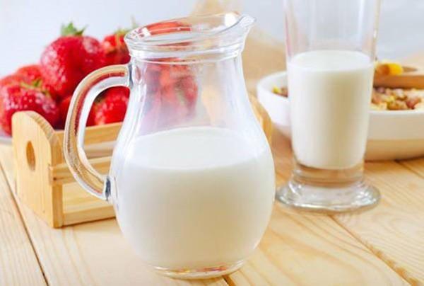 Sữa thành... thuốc độc, gây ung thư và nhiều bệnh khác khi uống theo cách này - Ảnh 1.