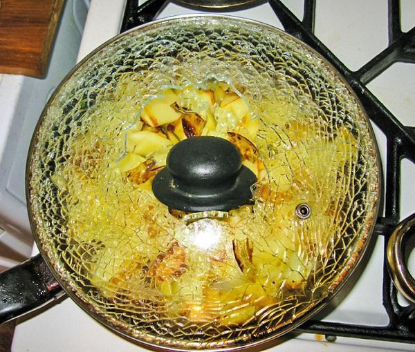 Những thói quen tai hại mà bà nội trợ thường bỏ qua khi sử dụng đồ gia dụng nhà bếp khiến chúng hỏng :nhanh như chớp - Ảnh 1.