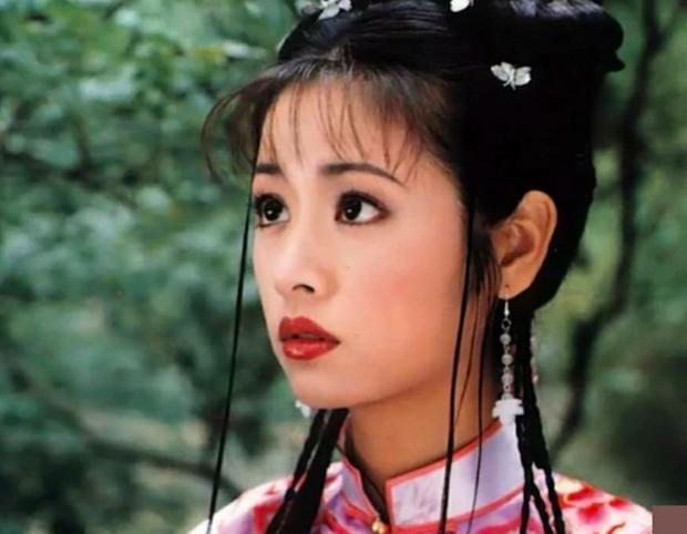 Nhan sắc thật của Lâm Tâm Như dưới ống kính người qua đường gây tranh cãi: Già xọm, lộ dấu hiệu lão hoá tuổi 40? - Ảnh 2.