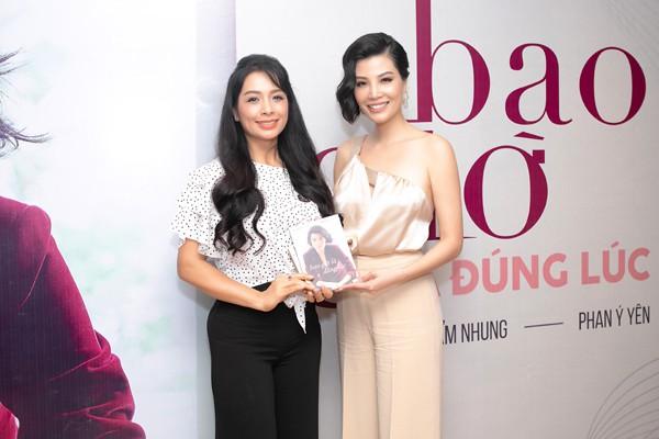Á hậu Tú Anh thân thiết với đàn chị - siêu mẫu Vũ Cẩm Nhung trong lễ ra mắt sách - Ảnh 5.