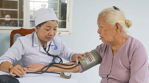 Cần Thơ tăng cường truyền thông chăm sóc sức khỏe người cao tuổi - Ảnh 1.