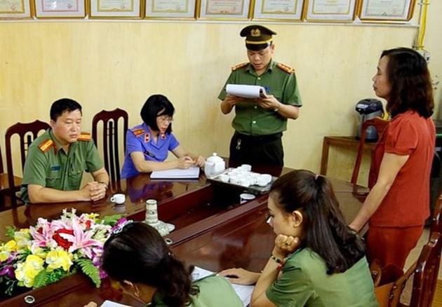 """Gian lận thi cử ở Hà Giang, Hòa Bình, Sơn La: Bi hài chuyện """"gắp điểm"""" bỏ vào tay con cái quan chức - Ảnh 2."""