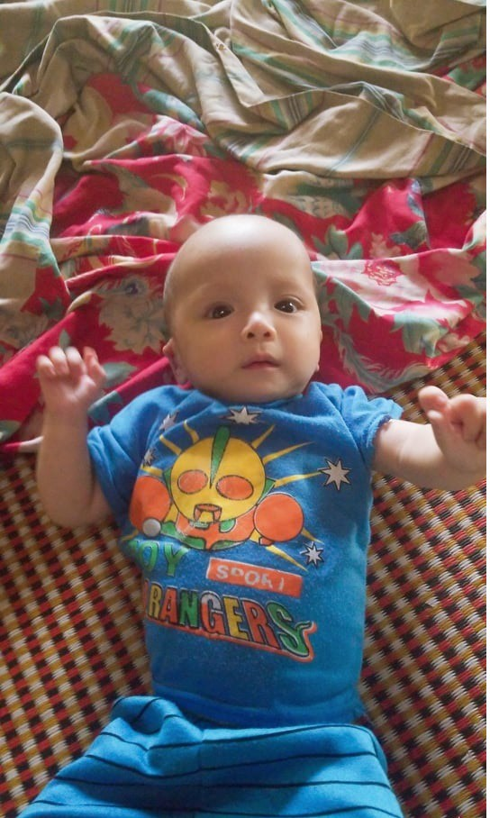 Bé trai dân tộc 7 tháng tuổi không có tiền chữa bệnh tim bẩm sinh, chị gái nằm viện vì hen nặng - Ảnh 1.