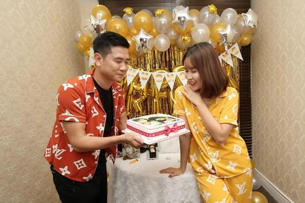 7 cặp sao Việt ly hôn sau hàng thập kỷ yêu và chung sống - Ảnh 2.