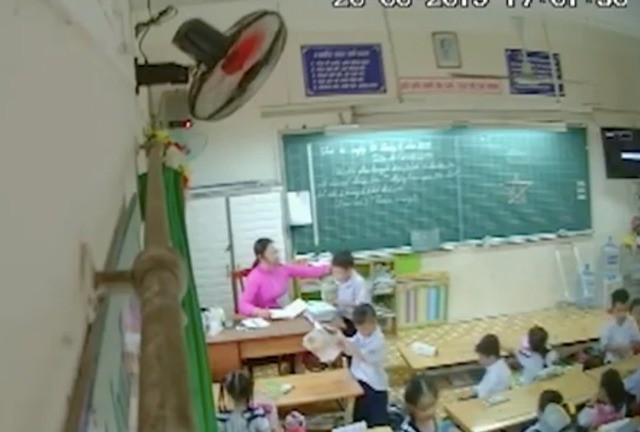 Chiếc camera đặt lén ở góc lớp  - Ảnh 1.