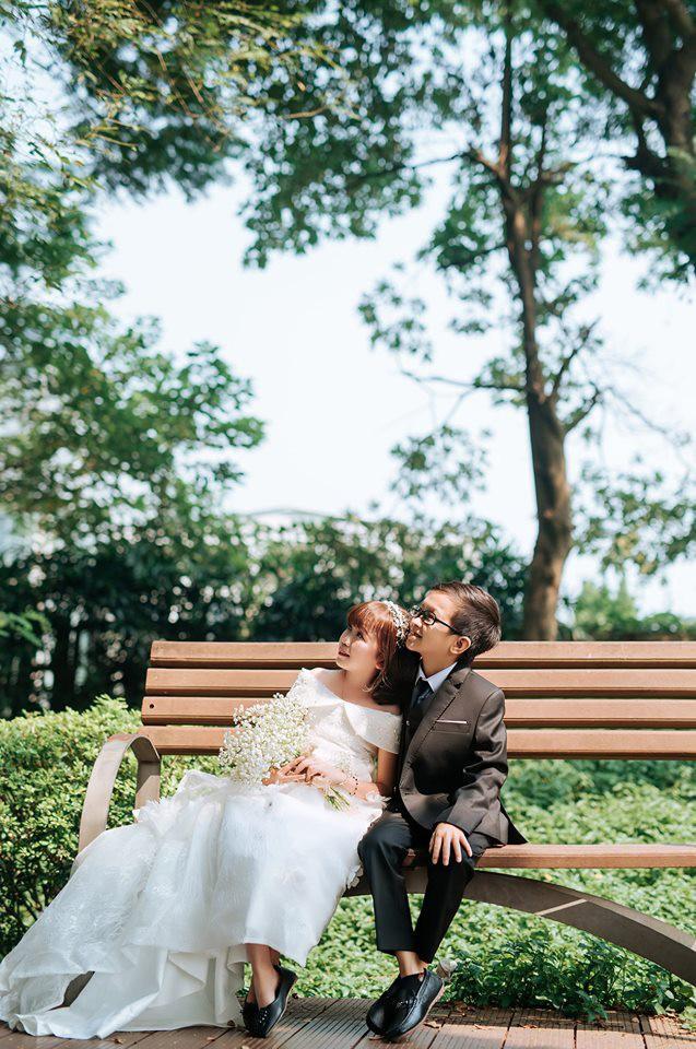 Cặp đôi tí hon từng bị nhầm là con nít ranh khoe bộ ảnh cưới tình tứ, tiết lộ đã về sống chung và sắp tổ chức lễ thành hôn - Ảnh 9.