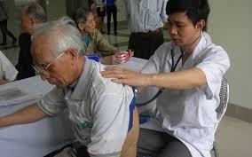 Phòng bệnh hô hấp cho người cao tuổi - Ảnh 1.