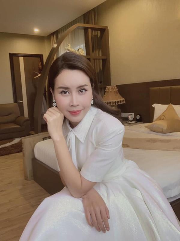 Nhan sắc gợi cảm tuổi 36 của Lưu Hương Giang - Ảnh 5.