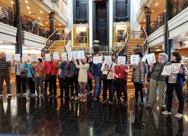 Khách đồng loạt biểu tình vì tour du lịch thảm họa 10.000 USD - Ảnh 1.