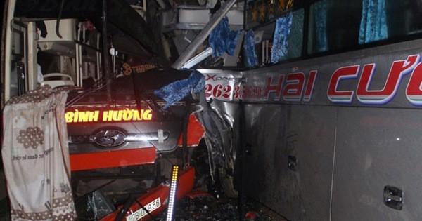 3 xe khách tông nhau trong đêm, nhiều người bị thương - Ảnh 2.