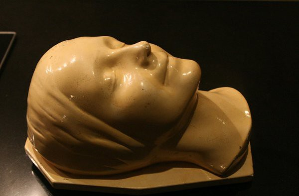 Người phụ nữ được hôn nhiều nhất thế giới, cứu bao người nhưng mãi là bí ẩn của y học  - Ảnh 2.
