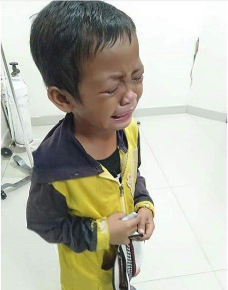 Tiếng khóc xé lòng của cậu bé mất mẹ sau tai nạn - Ảnh 3.
