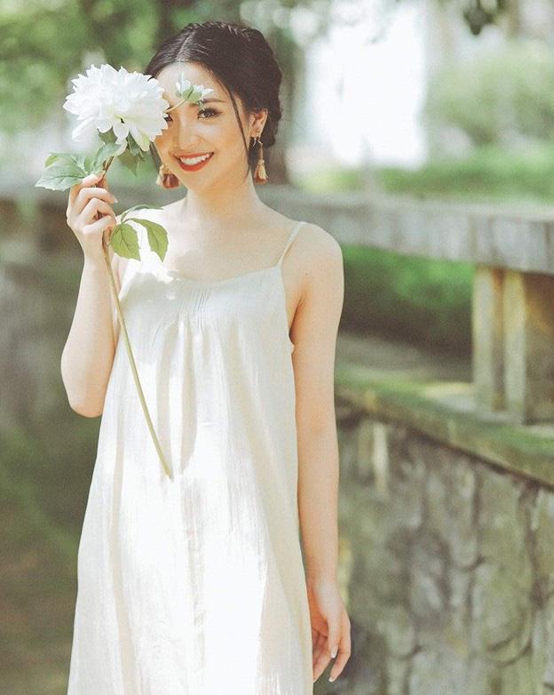 Nữ sinh ĐH Kinh tế Quốc dân là thủ khoa, hoa khôi - Ảnh 9.