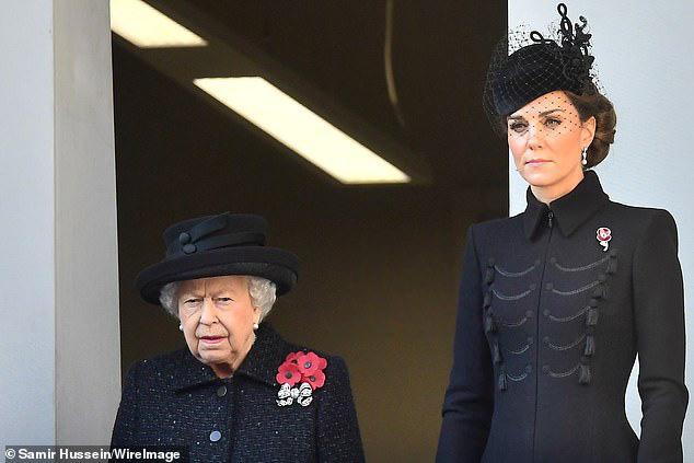 Meghan Markle bị chê gương mặt ảm đạm, không thể chán hơn khi tiếp tục xuất hiện cùng chị dâu Kate  - Ảnh 2.