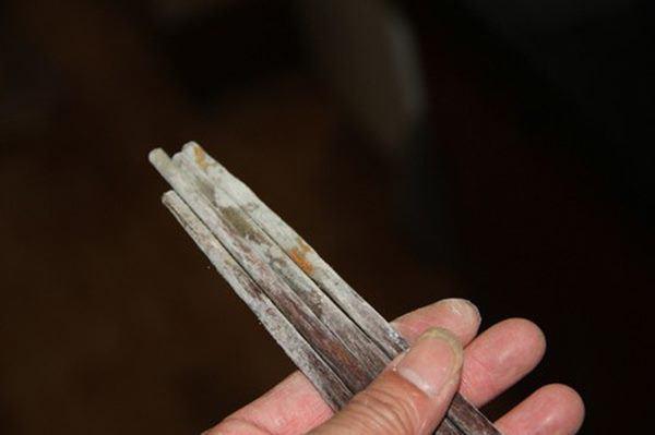 Thấy đũa có điểm đặc biệt này cần phải vứt ngay, để lâu ngấm độc hại cả nhà - Ảnh 1.