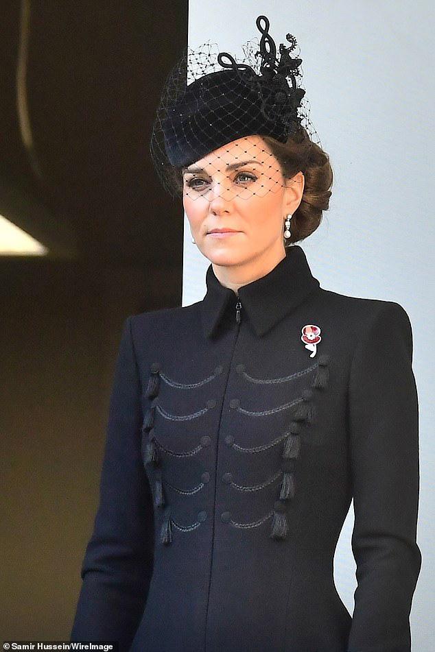 Meghan Markle bị chê gương mặt ảm đạm, không thể chán hơn khi tiếp tục xuất hiện cùng chị dâu Kate  - Ảnh 5.