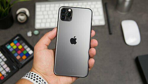 Người Việt săn iPhone giá rẻ ngày độc thân  - Ảnh 1.