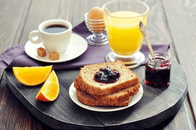 Bữa sáng dù ăn đổ bổ tới mấy nhưng thiếu 2 loại thực phẩm này bữa sáng thành vô ích  - Ảnh 1.