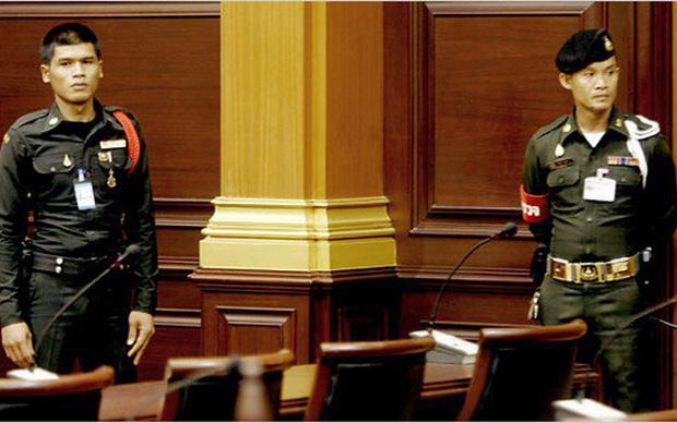Cảnh sát nghỉ hưu bắn chết luật sư trong phòng xử án ở Thái Lan - Ảnh 1.