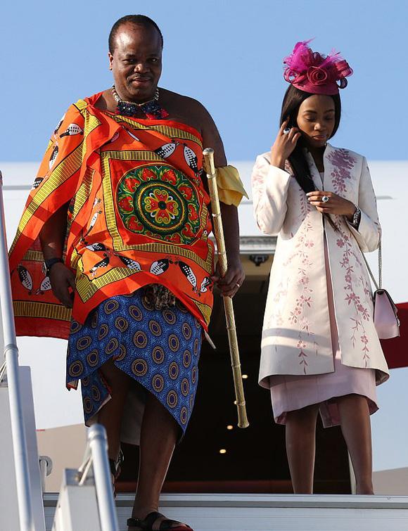 Vua châu Phi chi 17 triệu USD mua xe cho 14 vợ - Ảnh 2.