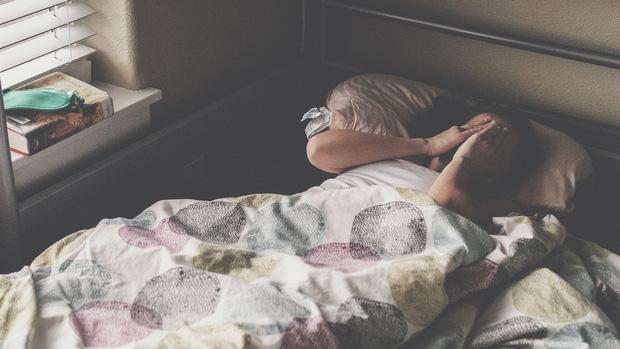 Những việc làm khi ngủ dậy sẽ khiến cân nặng tăng lên nhanh chóng - Ảnh 1.