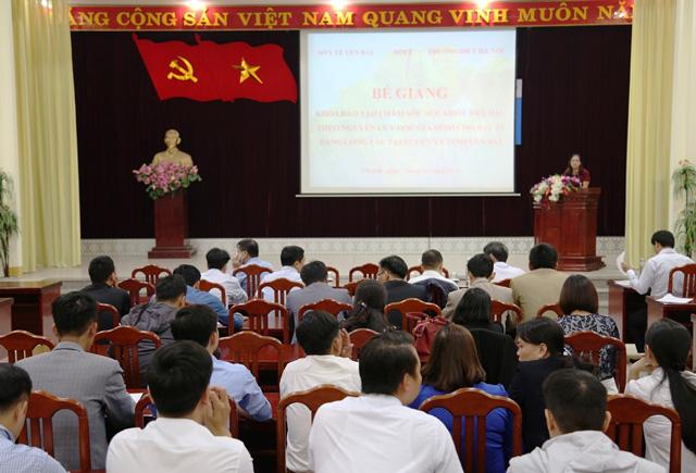 Yên Bái: Bế giảng lớp đào tạo về Chăm sóc sức khỏe ban đầu theo nguyên lý Y học gia đình - Ảnh 1.
