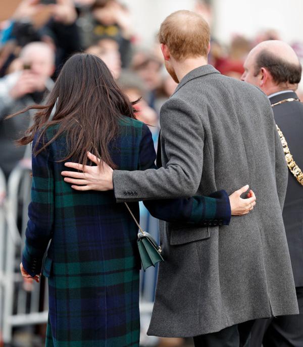Hoàng tử William học em cách thể hiện tình cảm với vợ - Ảnh 3.