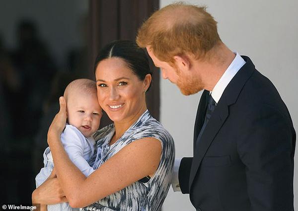 Sang Mỹ đón giáng sinh cùng mẹ vợ, Hoàng tử Harry và Công nương Meghan Markle tự tách mình gia khỏi gia đình Hoàng gia - Ảnh 4.