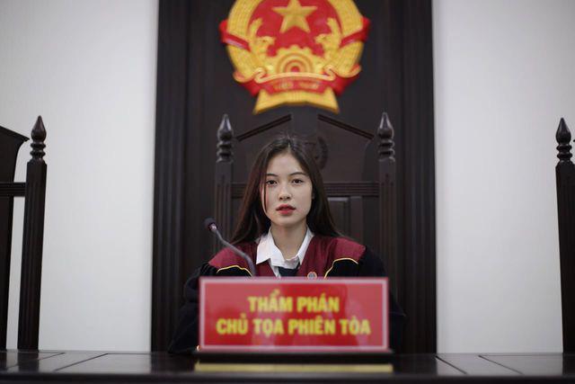 Nữ sinh Học viện Tòa án được truyền thông Trung Quốc ca ngợi hết lời - Ảnh 2.