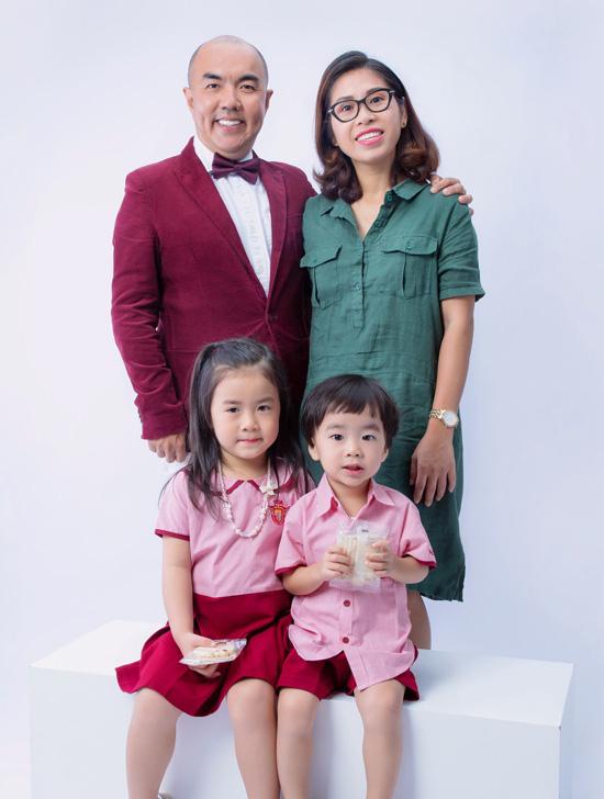 Gia đình hạnh phúc của nghệ sĩ Quốc Thuận - Ảnh 1.