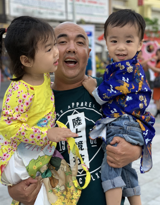 Gia đình hạnh phúc của nghệ sĩ Quốc Thuận - Ảnh 3.