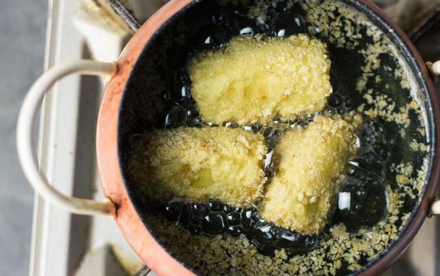 Bánh chuối chiên kiểu mới, trong mềm ngoài giòn rụm, ăn một miếng là nghiền - Ảnh 4.
