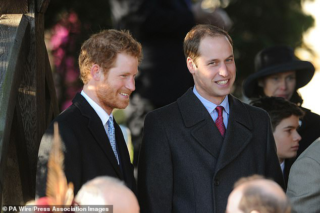 Cay mắt hình ảnh khi xưa thơ bé của Hoàng tử Harry khi đón giáng sinh cùng mẹ - Ảnh 11.