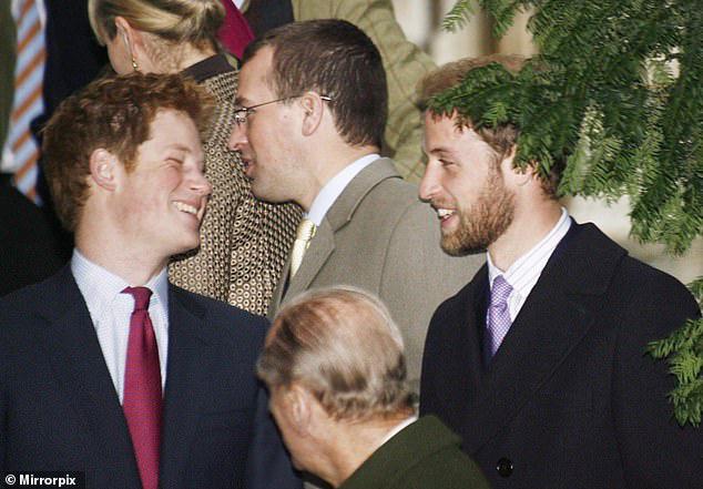 Cay mắt hình ảnh khi xưa thơ bé của Hoàng tử Harry khi đón giáng sinh cùng mẹ - Ảnh 6.